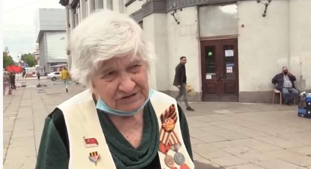 Труженица тыла из Саратова Анна Александровна раскачивает лодку (видео)
