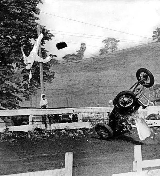 Автогонщик в момент аварии, Вашингтон, 1936 год. Весь Мир, история, фотографии