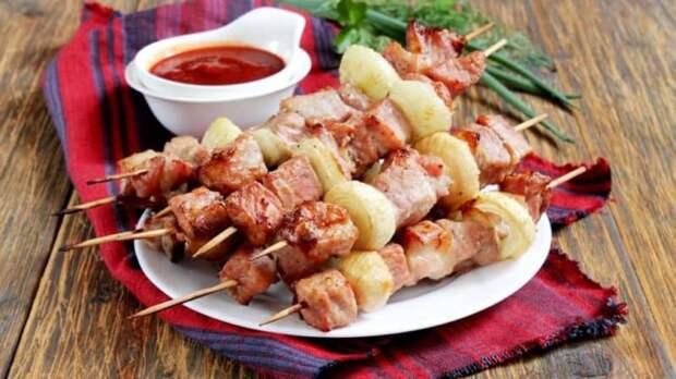 Шашлык из свинины на шпажках