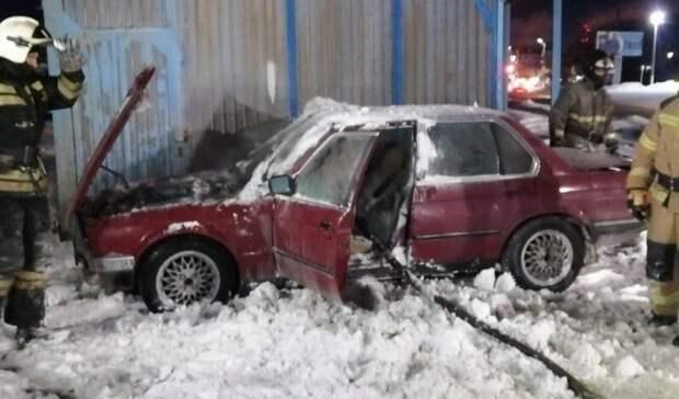 В Орске едва не сгорел BMW