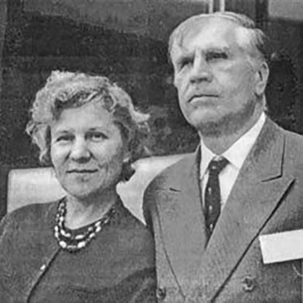 Лев Семёнович Понтрягин со второй женой.