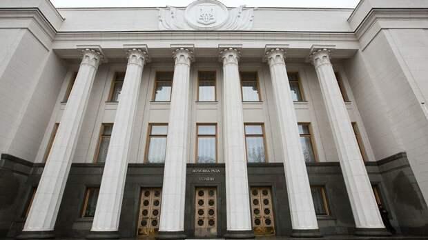 В партии Зеленского призвали отбирать у депутатов мандаты за прогулы