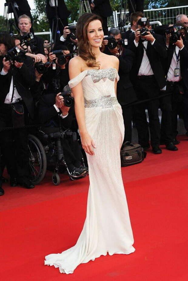 Прекрасная Кейт Бекинсейл: образы на красной дорожке