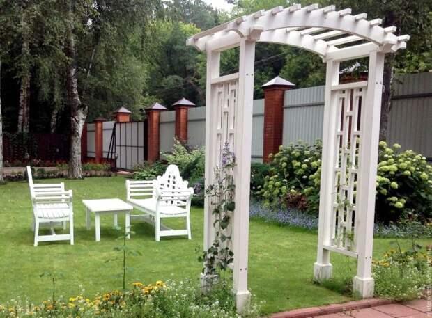 Садовое сооружение, которое дополняет дизайн и гармонично вписывается в ландшафт придомовой территории.