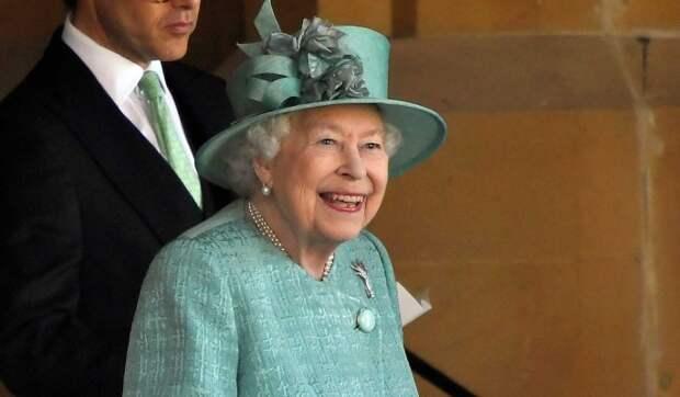 Какую ошибку допустила Елизавета II в отношениях с Меган Маркл