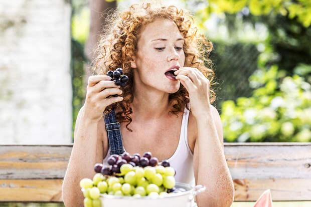 Мнение диетологов: полезно ли есть фрукты на завтрак