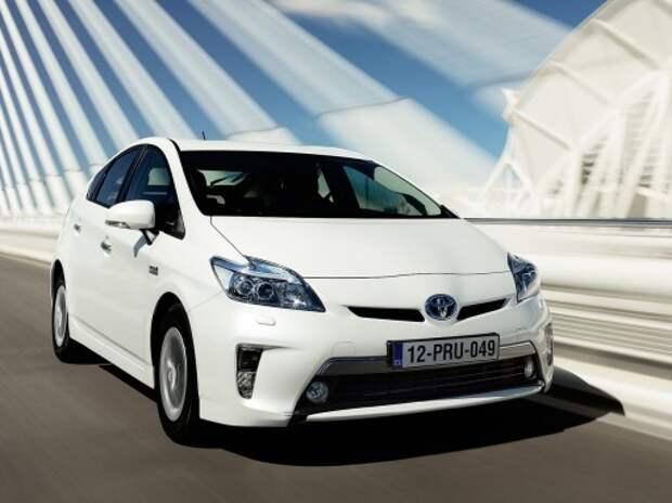 Новая Toyota Prius задерживается из-за проблем с дизайном