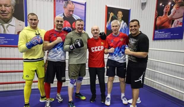 Состоялась совместная тренировка Министра спорта РФ, Президента AIBA и олимпийских чемпионов по боксу