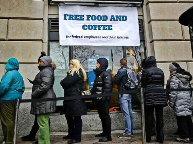 Средний класс в Европе стоит в очередях за бесплатной миской супа. Неужели и страны Запада ждёт «шоковая терапия»?