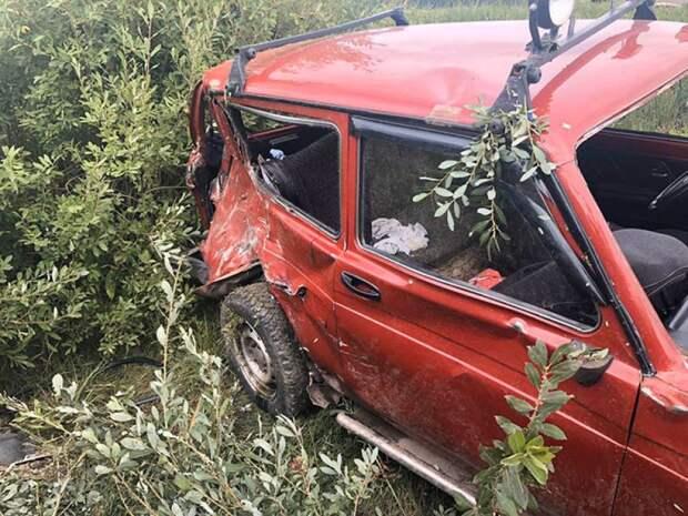 «Жигули» протаранили «Ниву» на встречной полосе в Тверской области