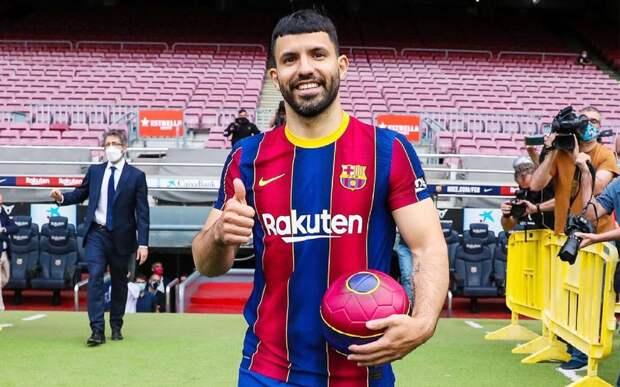 «Барселона» показала первое фото Агуэро в футболке клуба