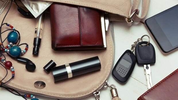 Отпомады доклещей: Какие опасности таят всебе женские сумочки?