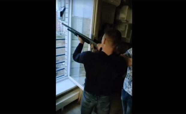 Полиция в Ижевске начала проверку после появления видео со стреляющими из окна горожанами
