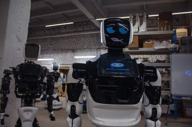На главном монументе Нур-Султана начал работать российский робот-гид