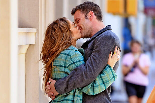 Дженнифер Лопес и Бена Аффлека застали за поцелуями в Нью-Йорке