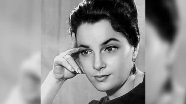 Война сломала судьбу советской актрисе Элине Быстрицкой