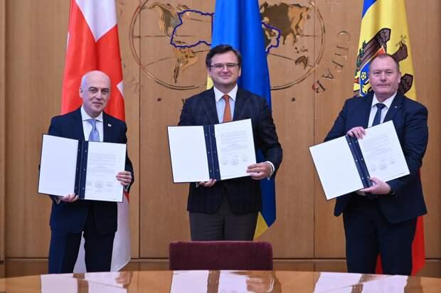 """""""Ассоциированное трио"""": Украина, Грузия и Молдавия подписали трехсторонний меморандум"""