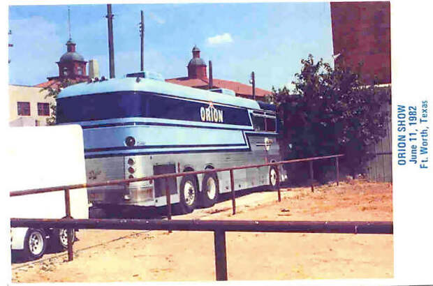 01 Eagle Tour Bus