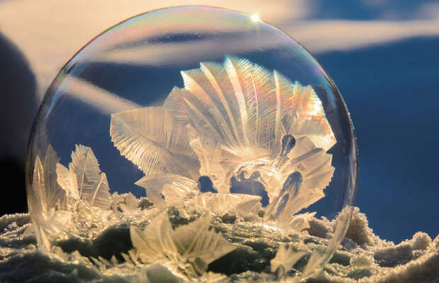 Мистические кристаллы в мыльных пузырях - уникальная зимняя съёмка