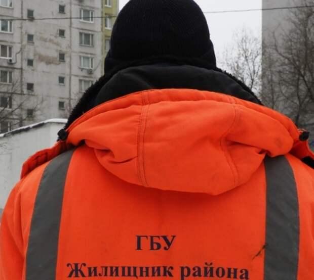 Подъезд дома на Жулебинском бульваре очистили от мусора