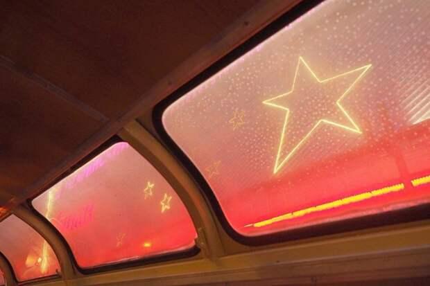 Иногда, когда в автобусе было очень многолюдно, только по этим маленьким окнам под потолком приходилось определять где ты сейчас едешь автобусы, воспоминания, детство, ностальгия