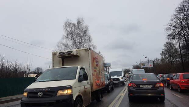 Водителей Подмосковья предупредили о сильном ветре