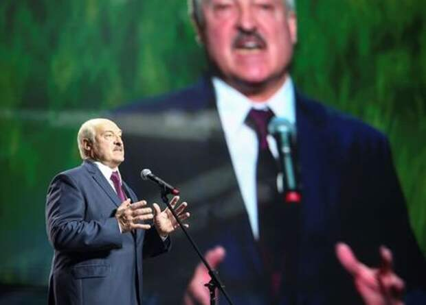 Belarusian President Alexander Lukashenko speaks at the forum of Union of Women in Minsk, Belarus September 17, 2020. Tut.By via REUTERS ATTENTION EDITORS - THIS IMAGE WAS PROVIDED BY A THIRD PARTY. MANDATORY CREDIT - RC2J0J9WIW06