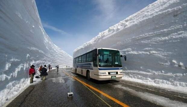 Картинки по запросу чистят снег в японии