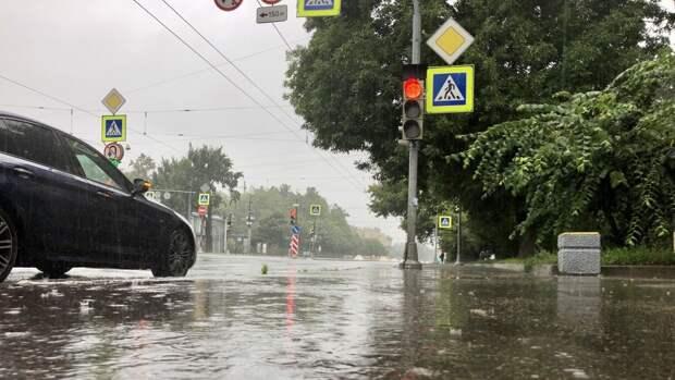Вильфанд предупредил о сильном дожде и ветре жителей ряда регионов РФ