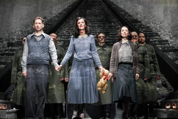 Большой театр показал две антифашистские оперы
