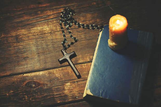 нательный крестик из дерева