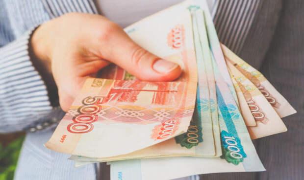 Кто из россиян сможет получать 10 000 рублей от государства раз в год