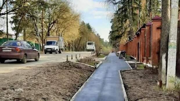 Новый тротуар появился на Михневском шоссе в Малаховке