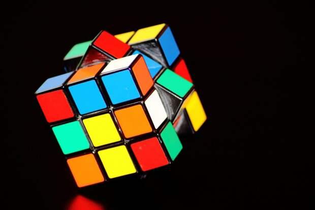 Ученые научили нейросеть собирать кубик Рубика за 20 ходов