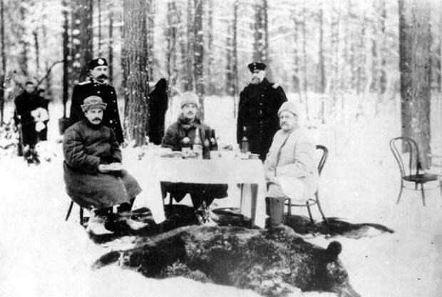 Великий князь Михаил (в центре) на охоте в брасовском имении, 1910   Фото: conf.gorkilib.ru