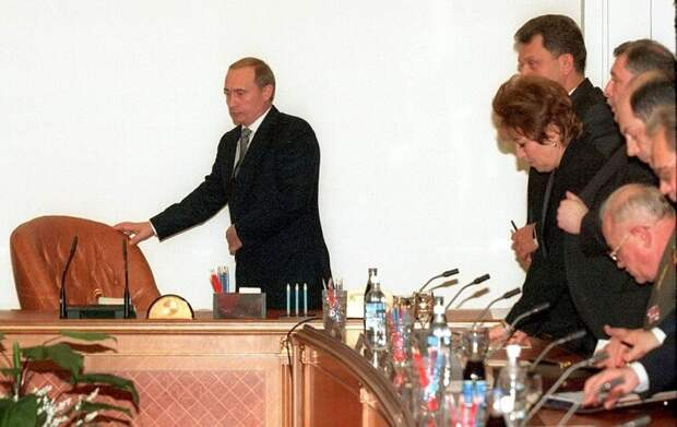 ACTING PRESIDENT PUTIN AT CABINET MEETING IN MOSCOW.