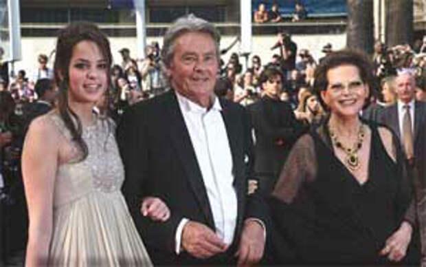 Ален Делон с женой Розали и дочерью Аннушкой