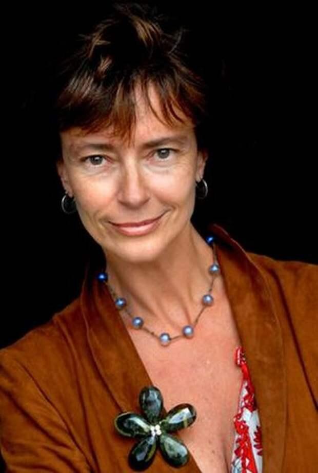 Так же хороша: легендарная красотка Мэгги из «Поющих в терновнике» отметила 60-летний юбилей