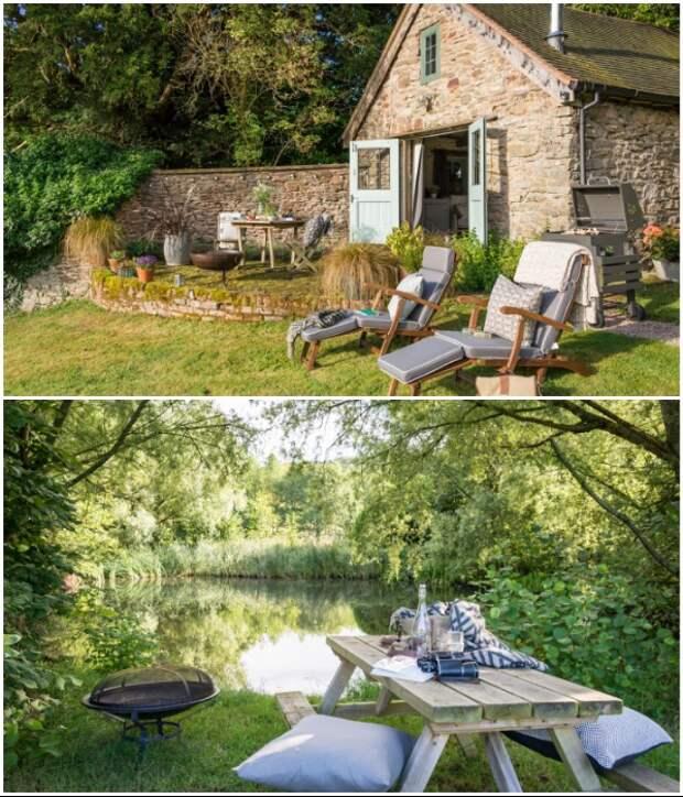 На заднем дворе и на берегу озера оформили зоны отдыха («Wishbone Cottage», Великобритания).   Фото: uniquehomestays.com.