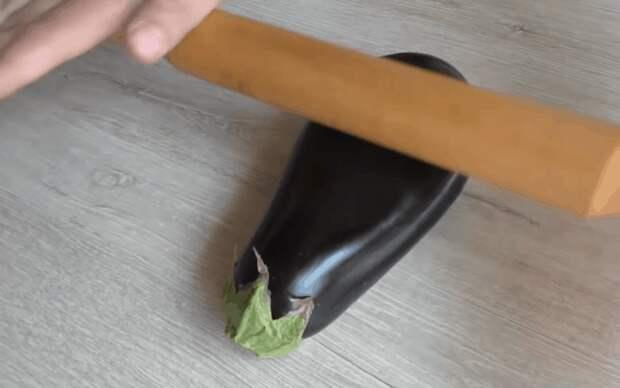 Отбиваем баклажаны скалкой: необычный подход-вкусный результат