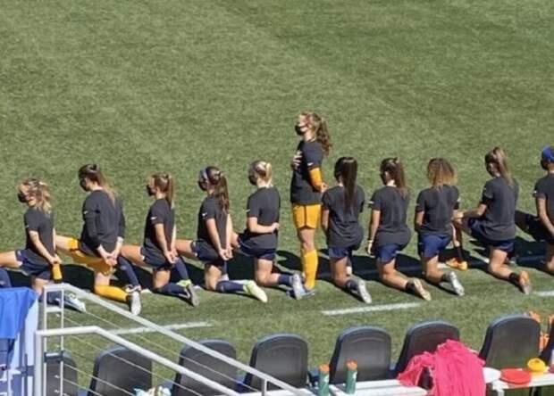Американская футболистка отказалась преклонить колено вподдержку чернокожих