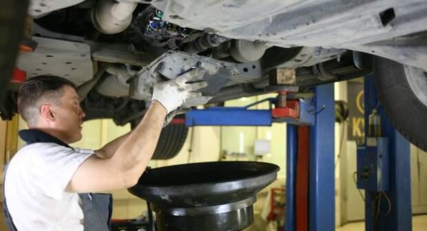 Почему масло в коробке передач служит дольше моторного