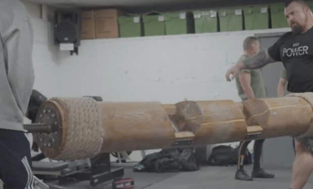 Тяжеловес весом 170 килограмм попробовал зарядку стронгмена: пришлось таскать корабельную мачту