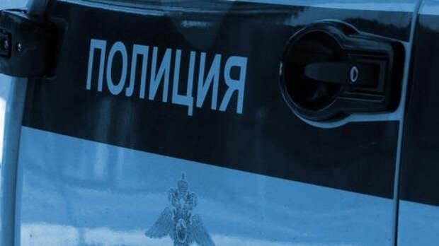 Полиция Энгельса ищет голубоглазую женщину в «золотой» обуви