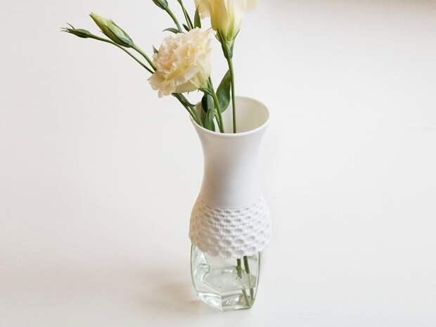 Симпатичный и очень интересный пример оформления вазы с прозрачным дном, что станет особенностью интерьера.