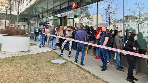 «Пытаемся понять, что делать дальше»: как российские туристы отреагировали на запрет полетов с Турцией