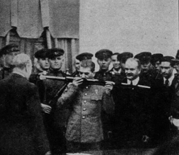Что король Британии подарил Сталину после победы в Сталинграде