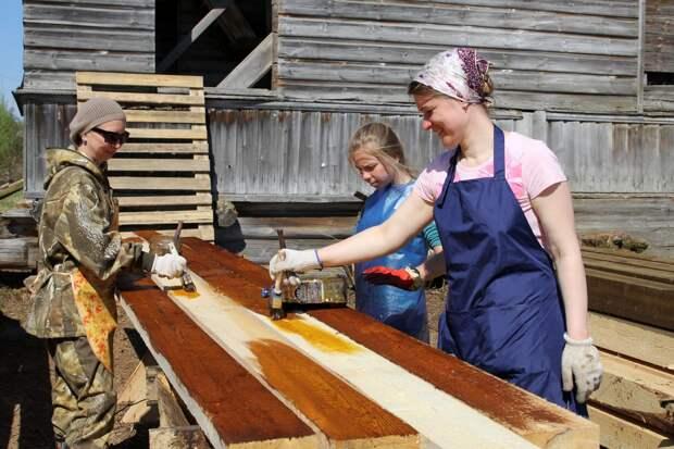 Волонтёры проекта из СВАО восстанавливают деревянные храмы Севера