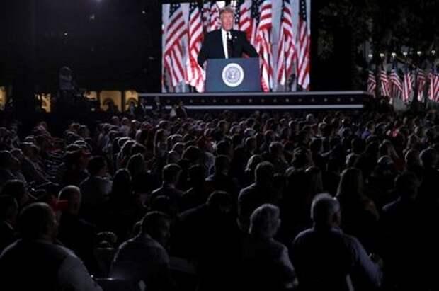 Президент США Дональд Трамп во время выступления на съезде Республиканской партии на Южной лужайке Белого дома в Вашингтоне, США, 27 августа 2020 года. REUTERS/Carlos Barria