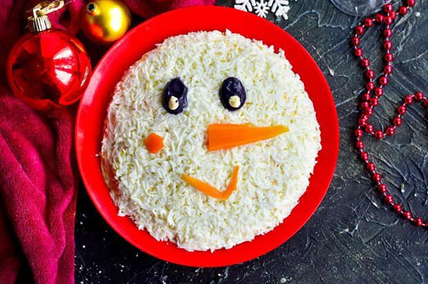 Салат «Снеговик» — самое зимнее украшение новогоднего стола